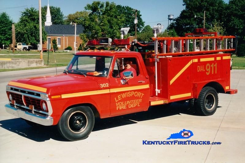 <center> Lewisport  Truck 302 <br> 1973 Ford F-350/Local 250/400<br> Greg Stapleton photo </center>