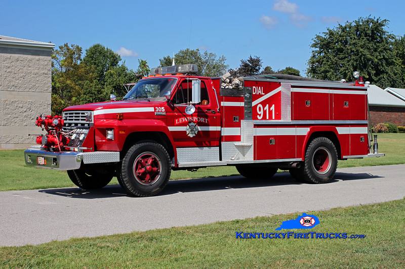 <center> RETIRED <br> Lewisport  Engine 305 <br> x-Engine 304 <br> 1982 Ford F-700/American 750/1000 <br> Kent Parrish photo </center>