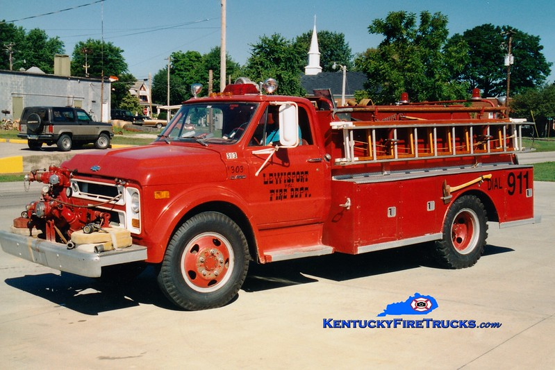 <center> RETIRED <br> Lewisport  Engine 303 <br> 1970 Chevy/American 500/1000 <br> Greg Stapleton photo </center>