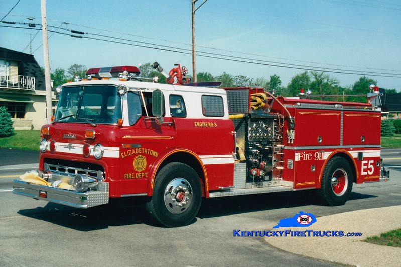 <center> RETIRED <br> Elizabethtown  Engine 5<br> 1986 Ford C-8000/Grumman 1000/500 <br> Greg Stapleton photo </center>
