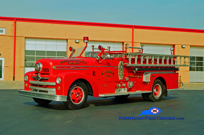 <center> Elizabethtown  Antique  <br> 1953 Seagrave 400B  750/300 <br> Kent Parrish photo </center>