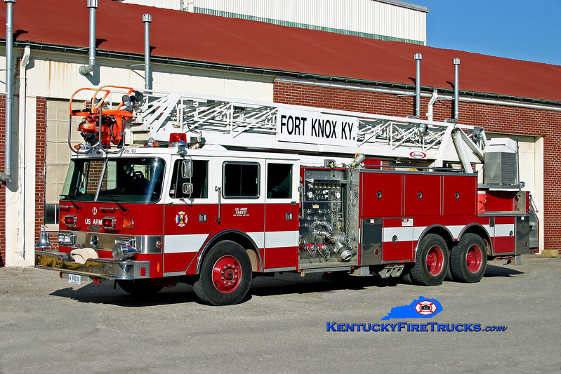 <center> Fort Knox  Ladder 1 <br> *Refurbished and now Ladder 10 <br> 1991 Pierce Arrow 1000/300/100' <br> Kent Parrish photo </center>