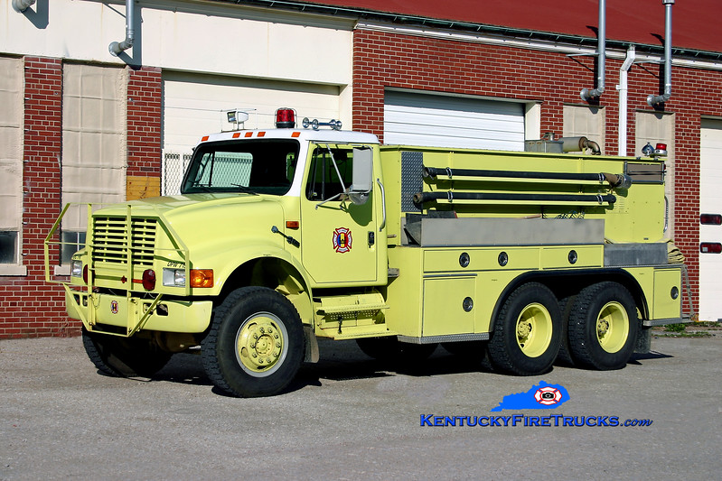 <center> RETIRED <br> Fort Knox  Tanker 1 <br> 1991 International 4900/KME 250/1200 <br> Kent Parrish photo </center>