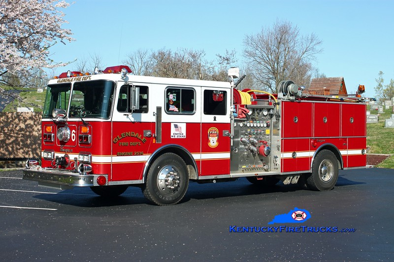 <center> RETIRED <br> Glendale  Engine 2536  <br> x-Camp Taylor, KY <br> 1988 Seagrave JB 1500/750 <br> Kent Parrish photo <br> </center>