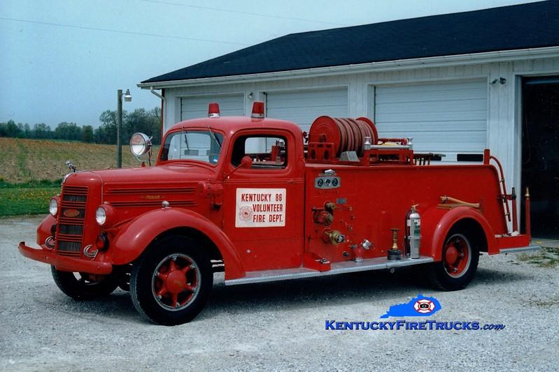 <center> RETIRED <br> Kentucky 86 Engine 4 <br> x-Elizabethtown, KY <br> 1944 Mack Type 45 500/200 <br> Greg Stapleton photo </center>