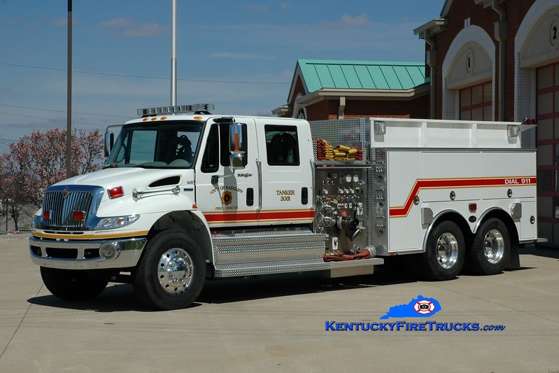 <center> Radcliff  Tanker 3061 <br> 2007 International 4400/Bluegrass 1250/2000 <br> Greg Stapleton photo </center>
