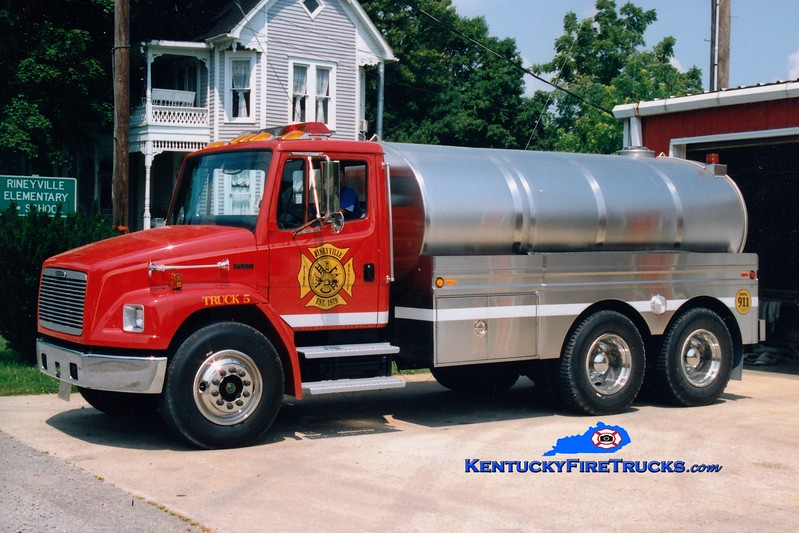 <center> RETIRED <br> Rineyville  Tanker 5 <br> 1996 Freightliner FL80/Bluegrass 0/3200 <br> Greg Stapleton photo </center>