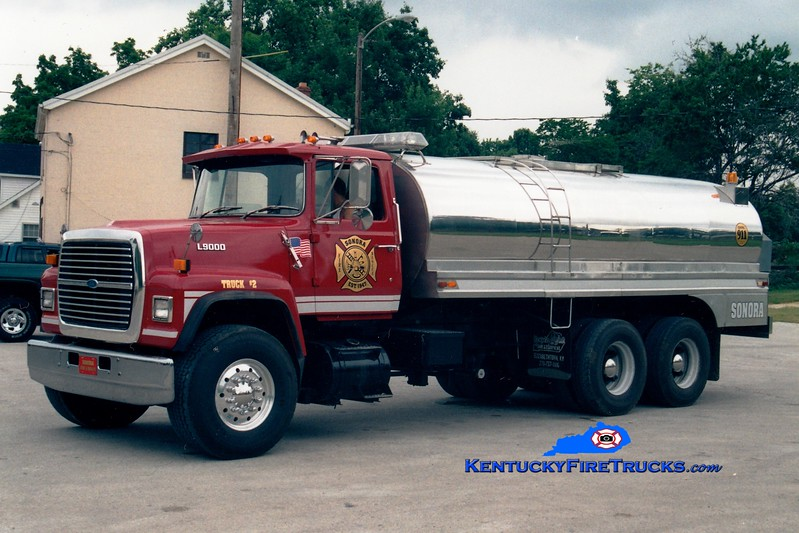 <center> Sonora  Tanker 2 <br> 1986 Ford L9000/Bluegrass 250/3000 <br> Greg Stapleton photo </center>