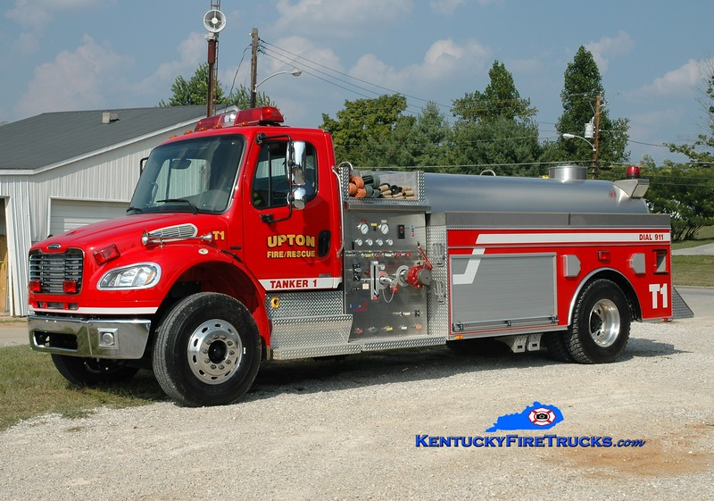 <center> Upton  Tanker 1 <br> 2004 Freightliner M2-106/Bluegrass 500/1800 <br> Greg Stapleton photo </center>