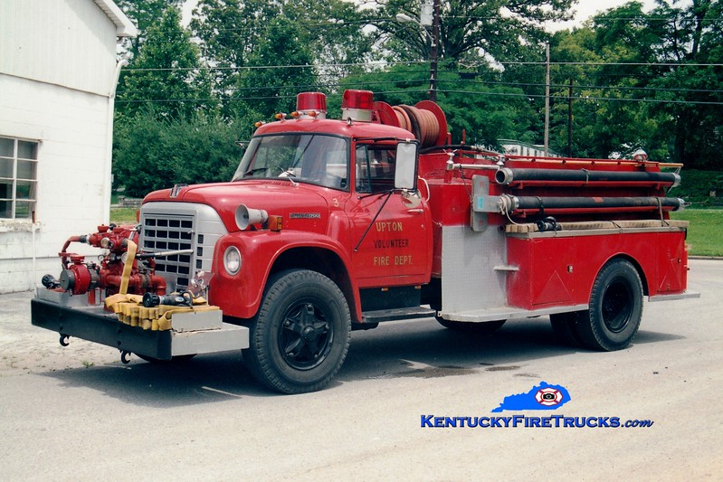 <center> RETIRED <br> Upton  Engine 3 <br> 1978 International Loadstar/Bluegrass 750/1250 <br> Greg Stapleton photo </center>