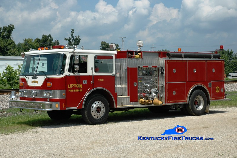 <center> Upton  Engine 1232 <br> x-Danville, KY <br> 1986 Pierce Arrow 1500/1200 <br> Greg Stapleton photo </center>