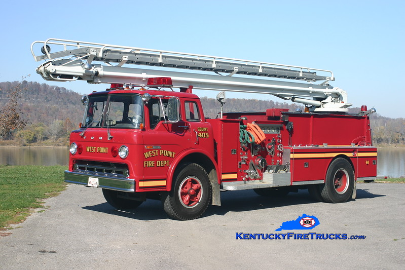 <center> RETIRED <br> West Point  Squrt 405 <br> 1975 Ford C-800/American LaFrance 1500/500/50' Telesqurt  <br> Kent Parrish photo </center>