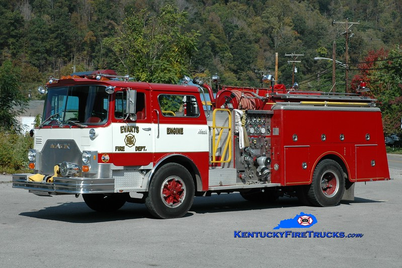 <center> RETIRED <br> Evarts Engine 1 <br> x-Schooley's Mountain, NJ  <br> 1982 Mack CF 1500/750 <br> Greg Stapleton photo </center>