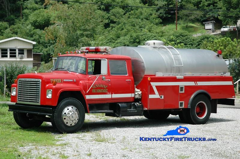 <center> RETIRED <br> Sunshine  Tanker 2 <br> 1974 International LS-1800/Panama Fire 250/2000 <br> Greg Stapleton photo </center>