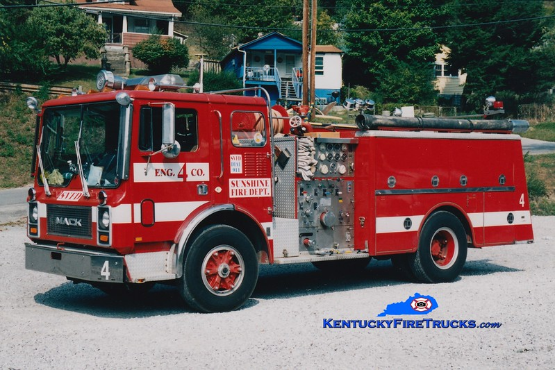 <center> RETIRED <br> Sunshine  Engine 4 <br> x-Okaloosa Island, FL <br> 1984 Mack MC 1250/500 <br> Greg Stapleton photo </center>