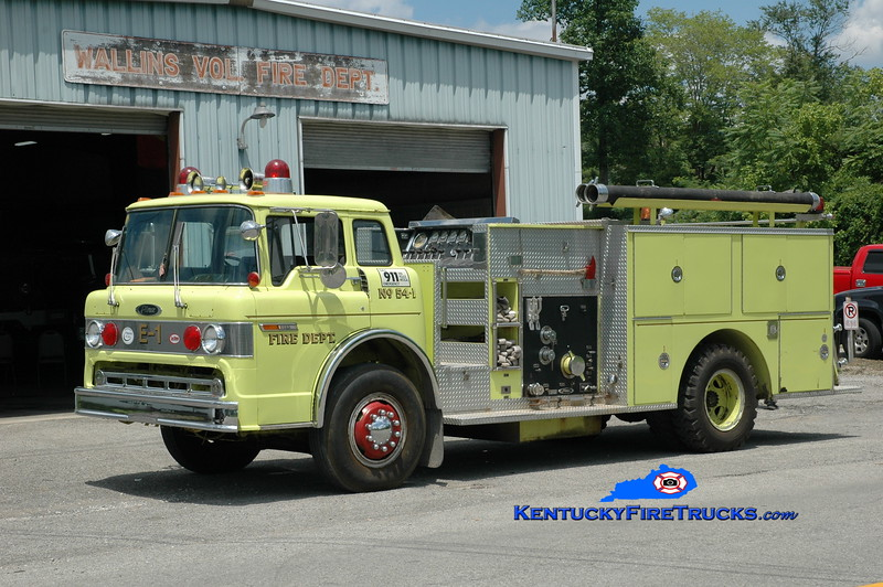 <center> Wallins  Engine 3 <br> x-Huron Twp, MI <br> 1981 Ford C-800/Pierce 1000/750 <br> Greg Stapleton photo </center>