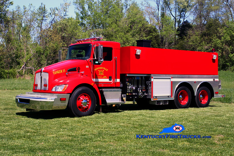<center> Bonnieville  Tanker 15 <br> 2008 Kenworth T-300/Rosenbauer-Central 500/2500 <br> Kent Parrish photo </center>