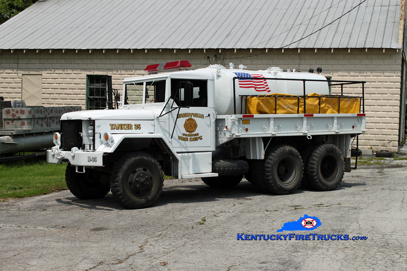 <center> Hardyville  Tanker 35  <br> 1985 AM General 6x6/Local 250/1200 <br> Kent Parrish photo </center>