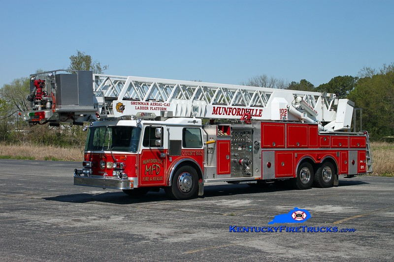 <center> RETIRED <br> Munfordville  Quint 602 <br> x-Bellwood, IL <br> 1986 Duplex/Grumman 1500/200/102' <br> Kent Parrish photo <br> </center>