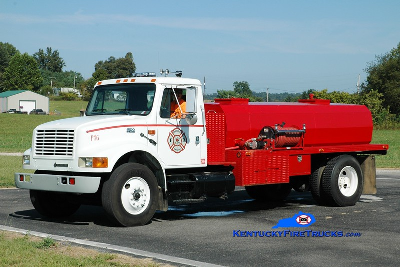 <center> Priceville  Tanker 76 <br> 2000 International 4900/Local 250/1200 <br> Greg Stapleton photo </center>