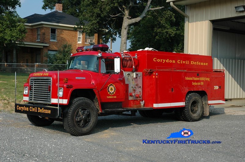 <center> Corydon  Tanker 565  <br> 1977 International Loadstar/Southern Tank 500/2000  <br> Greg Stapleton photo </center>