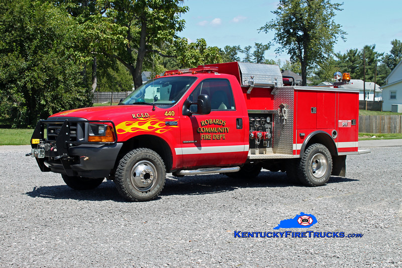 <center> RETIRED <br> Robards  Squad 440 <br> 2000 Ford F-350 4x4/1976 Pierce 300/250  <br> Kent Parrish photo <br> </center>
