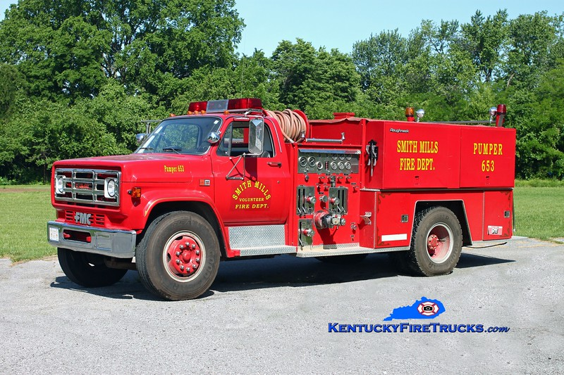 <center> Smith Mills  Pumper 653  <br> x-Niagara, KY <br> 1982 GMC 7000/FMC 1000/1000 <br> Kent Parrish photo </center>