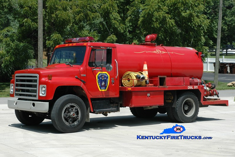 <center> Campbellsburg  Tanker 1167 <br> x-La Grange, KY <br> 1986 International S1900/Local 250/1500 <br> Greg Stapleton photo </center>