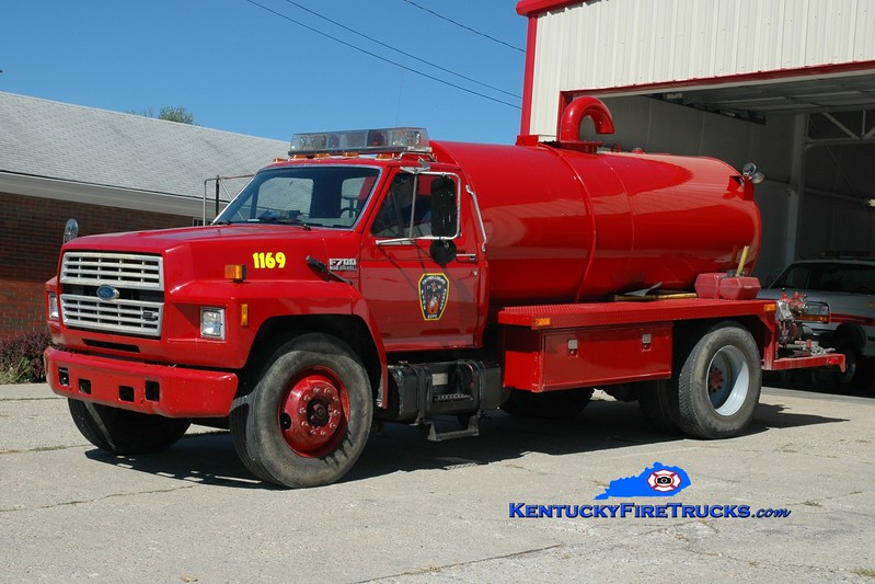 <center> Campbellsburg  Tanker 1169 <br> x-La Grange, KY <br> 1988 Ford F-700/Local 250/1500 <br> Greg Stapleton photo </center>