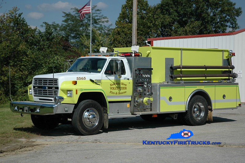 <center> Kentucky River  Tanker 5565 <br> x-South Fork, NC <br> 1992 Ford F-800/KME 500/1800 <br> Greg Stapleton photo </center>