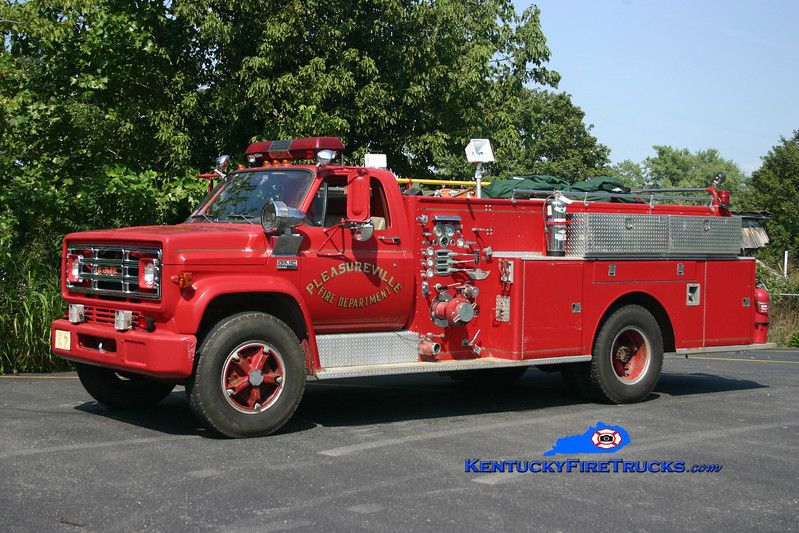 <center> RETIRED <br> Pleasureville  Engine 4421 <br> 1975 GMC 6500/American 750/500 <br> Kent Parrish photo </center>