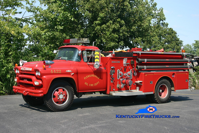 <center> Privately Owned <br> Pleasureville  Engine 4422 <br> 1959 GMC 730/American LaFrance 500/500 <br> Kent Parrish photo </center>