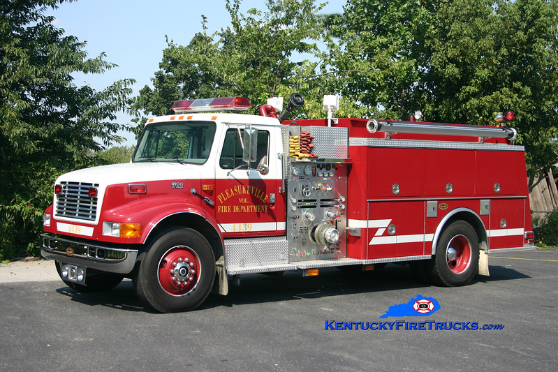 <center> Pleasureville  Engine 4439 <br> 1998 International 4900/KME 1250/1000 <br> Kent Parrish photo </center>
