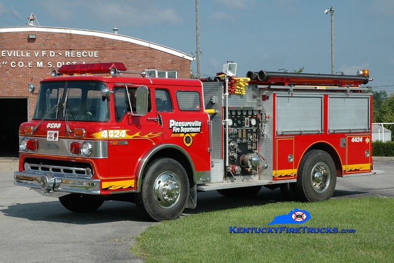 <center> RETIRED <br> Pleasureville  Engine 4424 <br> x-Pasco County, FL <br> 1985 Ford C-8000/Pierce 1000/750 <br> Greg Stapleton photo </center>