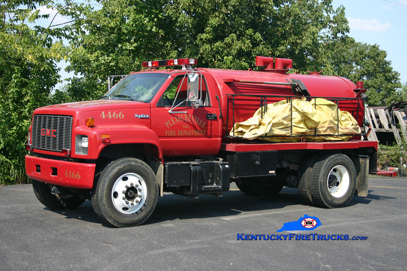 <center> Pleasureville  Tanker 4466 <br> 1994 GMC Topkick/Local 0/1500 <br> Kent Parrish photo </center>