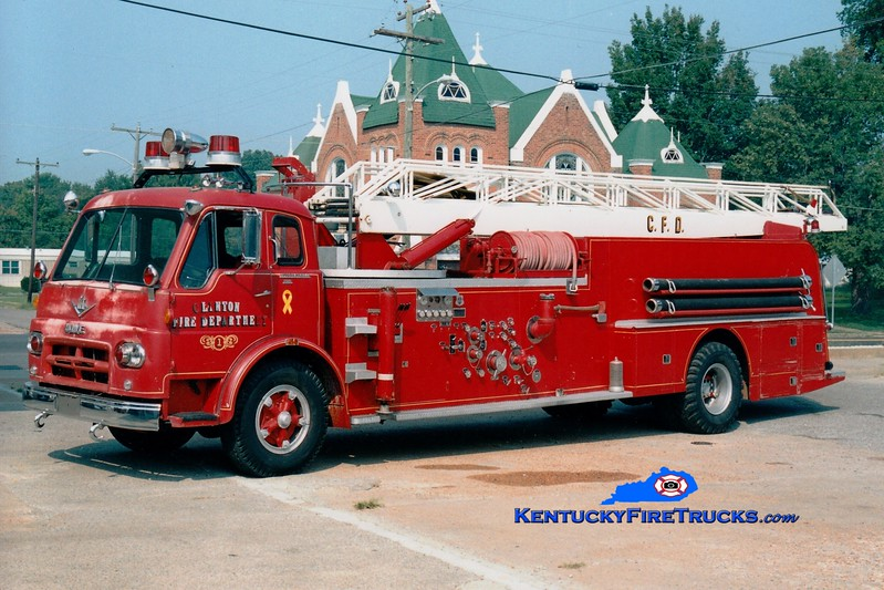 <center> Clinton  Ladder 1 <br> x-Paris, TN <br> 1961 International VCO/Howe/Grove 750/500/75' <br> Greg Stapleton photo </center>