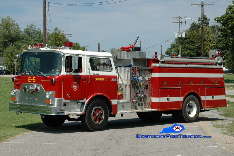 <center> Mortons Gap  Engine 1105 <br> x-Roslyn, PA <br> 1982 Mack CF 1250/1000 <br> Greg Stapleton photo </center>