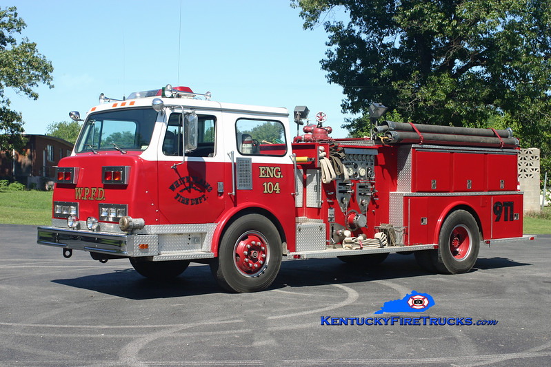 <center> RETIRED <br> White Plains  Engine 104 <br> x-Merrimack, NH <br> 1980 Continental Compac 1250/1000 <br> Kent Parrish photo </center>