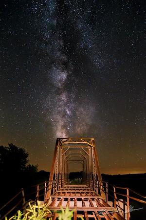 The Milky Way sets over the Valleyview truss bridge