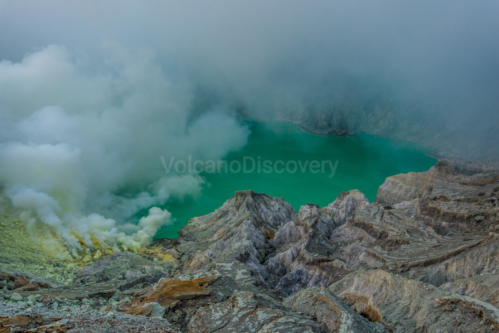 The most acide crater lake in the world