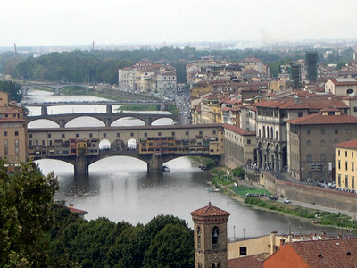 The Ponte Vecchio over the Arno, the oldest bridge in Firenze.