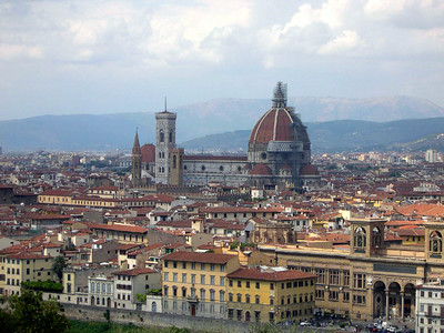 The Duomo dwarfs the rest of Firenze, seen here from Piazzale Michelangelo south of the city center.
