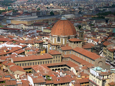 The Medici Chapel and the Basilica of San Lorenzo in Firenze, built to honor the many generations of the Medici's that ruled Firenze during the Rennaisance: Cosimo (il vecchio), Lorenzo (il magnifico), Giovanni, Lucrezia, etc.