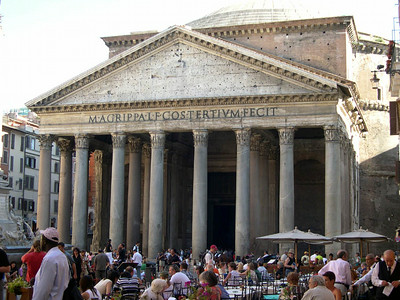 The Pantheon (AD 118), one of the most well-preserved structures from ancient Roma.