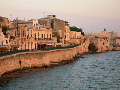 The seawall in Ortygia.