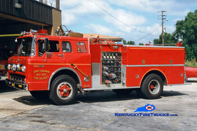 <center> RETIRED <br> Dixie Suburban  Engine 3024 <br> 1971 Ford C-800/Pierce 1000/500 <br> Greg Stapleton photo </center>