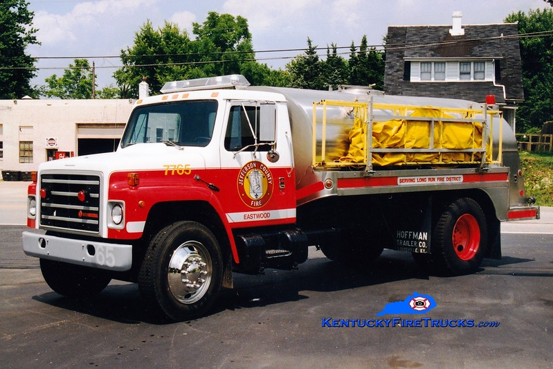 <center> RETIRED <br> Eastwood  Tanker 7765 <br> 1988 International S1000/1975 Bluegrass 250/2000  <br> Greg Stapleton photo </center>