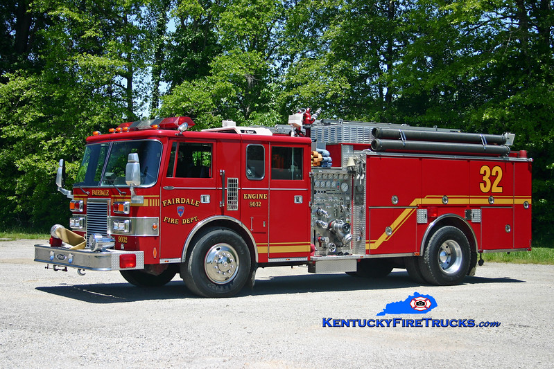 <center> RETIRED <br> Fairdale  Engine 9032 <br> 1990 Pierce Lance 1500/1000 <br> Kent Parrish photo  </center>
