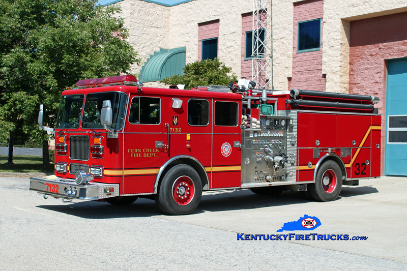 <center> Fern Creek  Engine 7132 <br> 1993 Seagrave Marauder 2000/750 <br> Kent Parrish photo </center>