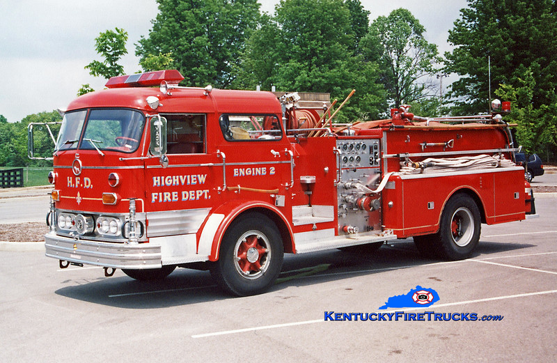 <center> Highview Engine 1122 <br> Parade/Fire Prevention Unit <br> 1967 Mack C 1000/500 <br> Kent Parrish photo </center>